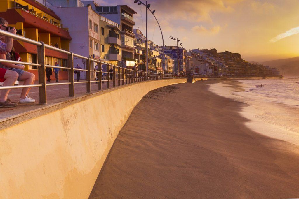 The La Peña section of Las Canteras beach