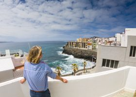 Three-bedroom Las Palmas beachfront apartment for sale with beach view and roof terrace