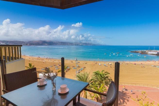 For sale: 2-bedroom, 100 suare metre beachfront apartment in Las Palmas de Gran Canaria