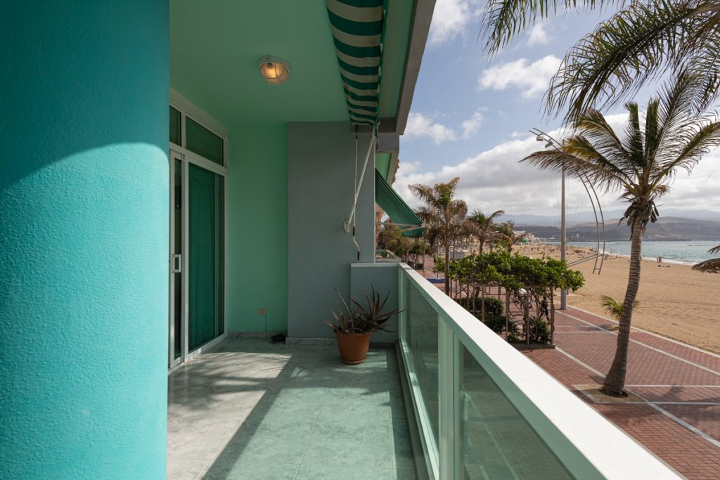For Sale: Beachfront Las Canteras apartment with three bedrooms and large terrace
