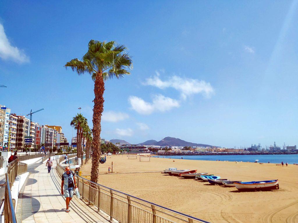 Alcaravaneras beach and the north end of the Avenida Marítima luxury property zone in Las Palmas de Gran Canaria